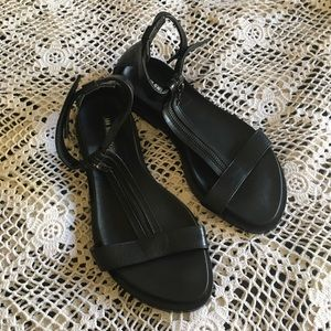 ANN DEMEULEMEESTER BLACK LEATHER SANDALS SIZE 38